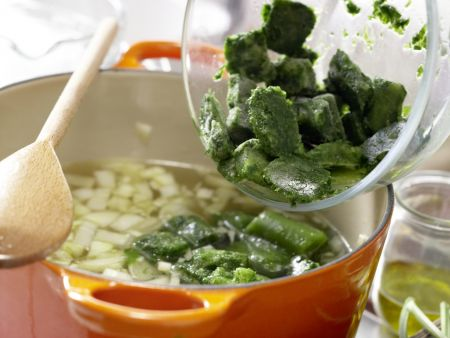 Grüne Kichererbsensuppe: Zubereitungsschritt 3