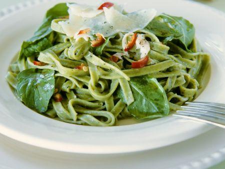 Grüne Tagliatelle mit frischem Spinat und Chili