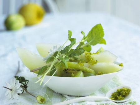 Grüner Obstsalat mit Limettenzucker