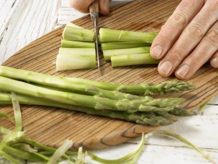 Grüner Spargel im Knusperteig: Zubereitungsschritt 1