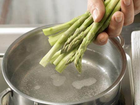 Grüner Spargel im Knusperteig: Zubereitungsschritt 2