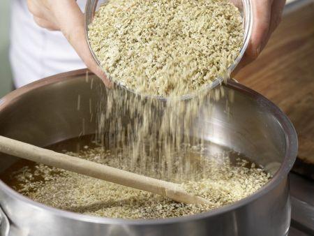 Grünkernbuletten mit Paprikarahm: Zubereitungsschritt 1