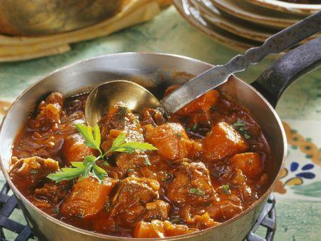 Gulasch mit Karotten dazu Spätzle