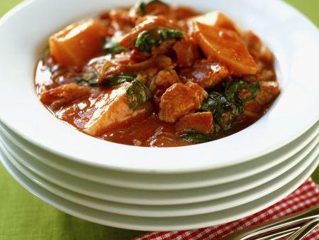 Gulasch mit Tomaten