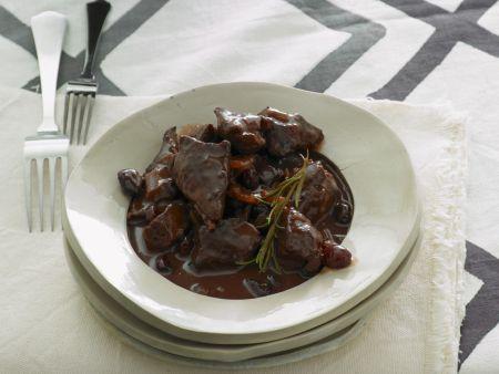 Gulasch vom Lamm mit Cranberrie-Portwein-Soße