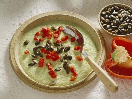 Gurkencremesuppe mit Kürbiskernen