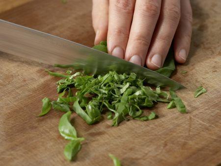 Hackbällchen in Tomatensauce: Zubereitungsschritt 2