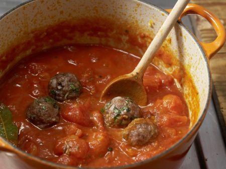 Hackbällchen in Tomatensauce: Zubereitungsschritt 8