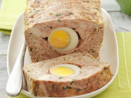 Hackbraten mit Ei gefüllt