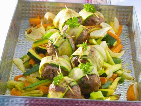 Hackfleischklößchen mit Zucchini und Karotten