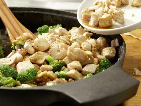 Hähnchen und Brokkoli aus dem Wok: Zubereitungsschritt 10