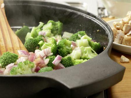 Hähnchen und Brokkoli aus dem Wok: Zubereitungsschritt 7