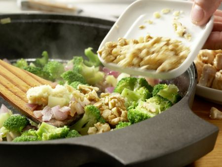 Hähnchen und Brokkoli aus dem Wok: Zubereitungsschritt 8