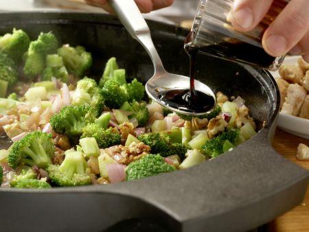 Hähnchen und Brokkoli aus dem Wok: Zubereitungsschritt 9