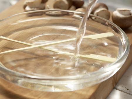 Hähnchen-Champignon-Spieße: Zubereitungsschritt 1