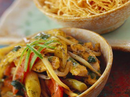 Hähnchen-Gemüsepfanne mit Knusper-Nudeln