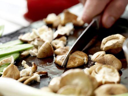 Hähnchen-Glasnudelsuppe: Zubereitungsschritt 1