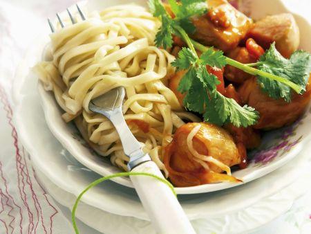 Hähnchen in süß-saurer Marinade mit asiatischen Nudeln