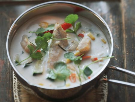 Hähnchen-Kokos-Suppe mit Koriander