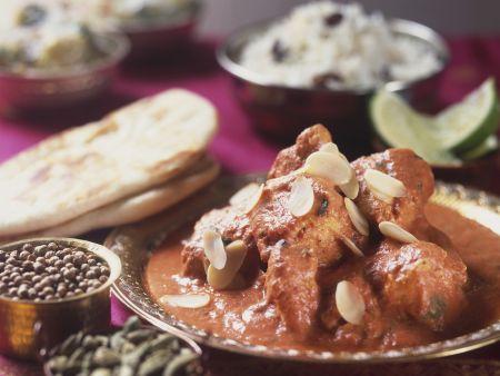 Hähnchen mit Mandelblättchen auf indische Art