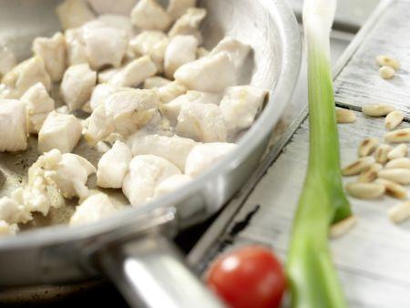Hähnchen-Nudelsalat: Zubereitungsschritt 3