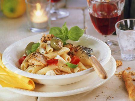 Hähnchen-Pasta mit Oliven und Mozzarella