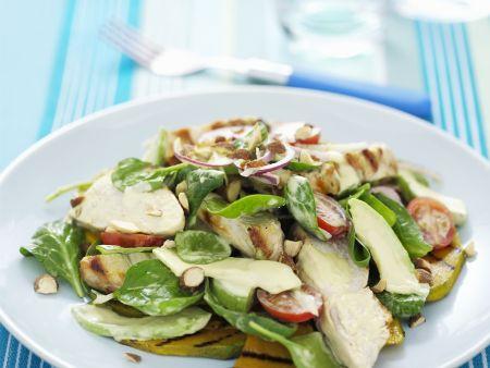 Hähnchen-Spinat-Salat auf gegrillten Kürbisscheiben