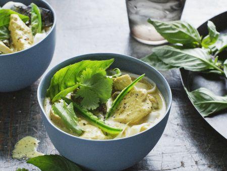 Hähnchen-Suppe mit Kräutern aus Malaysia