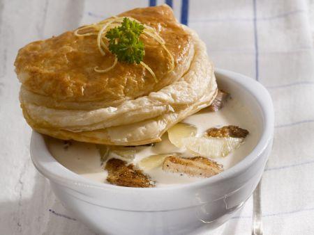 Rezept: Hähnchen-Zitronen-Gulasch mit Blätterteiggebäck