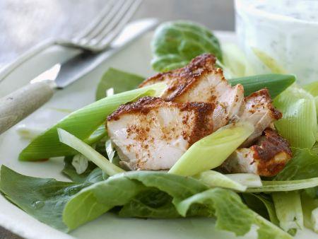 Hähnchenbrust in Marinade mit grünem Salat