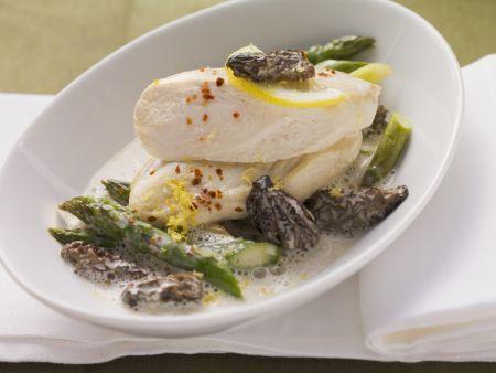Hähnchenbrust mit Spargel, Morcheln und Zitronensoße