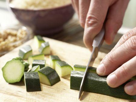 Hähnchenkeulen auf Tomatengemüse: Zubereitungsschritt 1