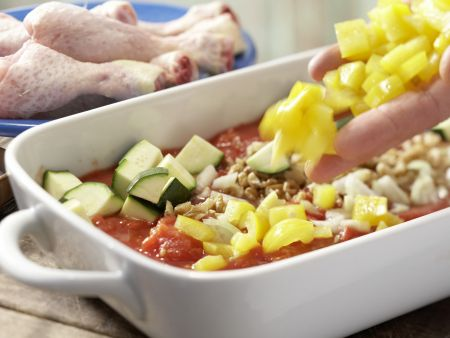 Hähnchenkeulen auf Tomatengemüse: Zubereitungsschritt 5