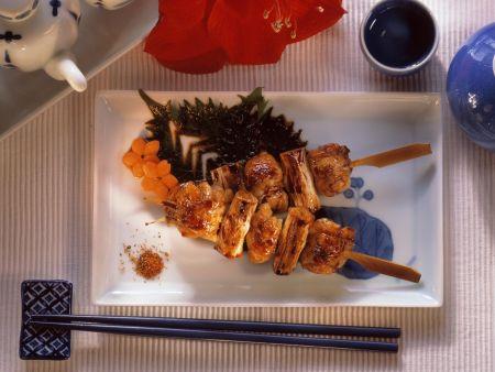 Hähnchenspieße (Yakitori) mit scharfen Gewürzen