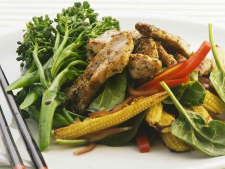 Rezept: Hähnchenstreifen mit Gemüse auf asiatische Art
