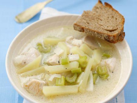 Hähnchensuppe mit Sellerie und Kartoffeln