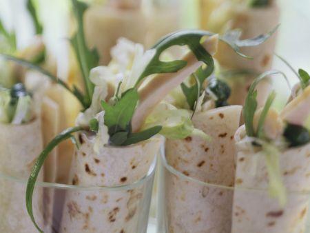 Hähnchenwarps mit Salat