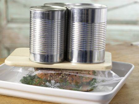 Hausgebeizter Lachs: Zubereitungsschritt 6