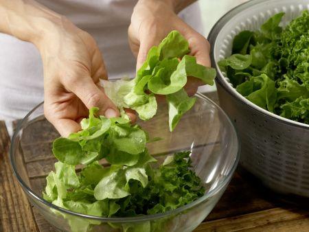 Hefeküchlein mit Salat: Zubereitungsschritt 11