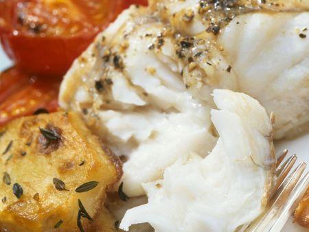 Heilbuttfilet mit Schmortomaten und Bratkartoffeln