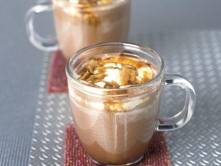Heisse Schokolade mit Sahne und Karamelstückchen