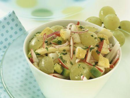 Herbstlicher Käse-Traubensalat mit Birne
