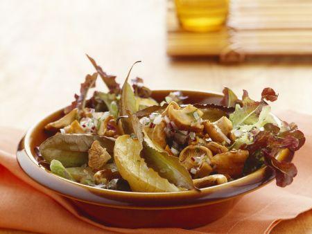 Herbstlicher Salat mit Pfifferlingen