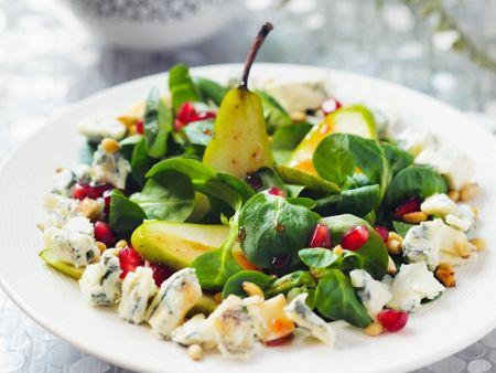Herbstlicher Salat mit Rapunzel, Birne und Blauschimmelkäse