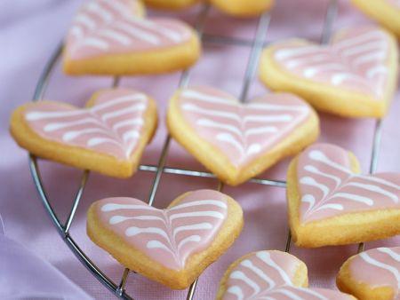 Herz-Plätzchen mit Zuckerglasur
