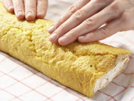 Herzhafte Biskuitrolle: Zubereitungsschritt 10