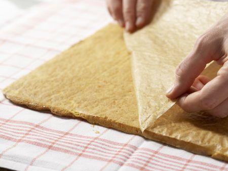 Herzhafte Biskuitrolle: Zubereitungsschritt 7