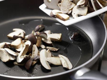 Herzhafte Tarte mit Pilzen: Zubereitungsschritt 5