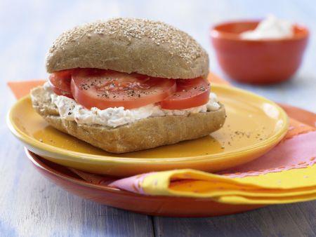 Herzhaftes Quark-Käse-Brötchen