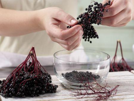 Holunderbeer-Kaltschale: Zubereitungsschritt 6